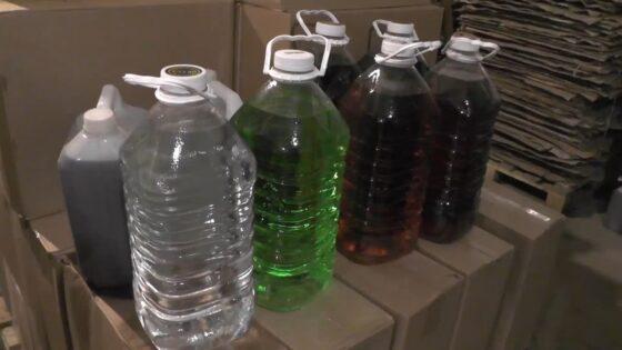 Мужчина хранил в гаражах в Тверской области контрафактный алкоголь, который продавал на Валдае