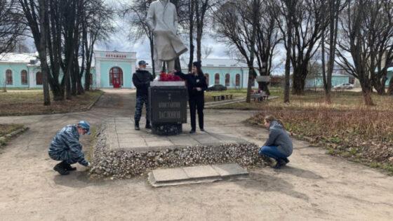 В Тверской области полицейские мыли памятники