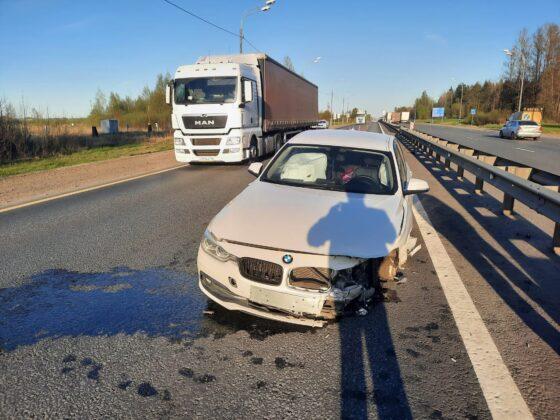 В Тверской области БМВ проломил ограждение
