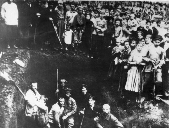Кашинский музей выложил архивные фото создания одного из первых льнозаводов страны