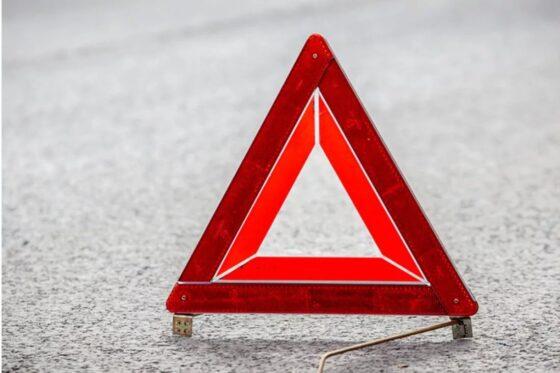 В Тверской области водитель малолитражки наехал на дорожное ограждение и  опрокинулся