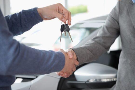 Мужчина продал авто своему другу и остался без денег в Тверской области