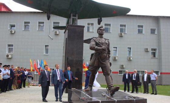 В Бологое открыли мемориал легендарному лётчику Алексею Маресьеву