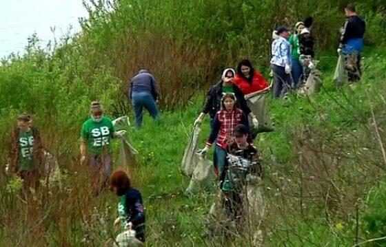 Уборка на берегу Волги и экоквиз: в Твери сотрудники Сбербанка напомнили о сохранении окружающей среды