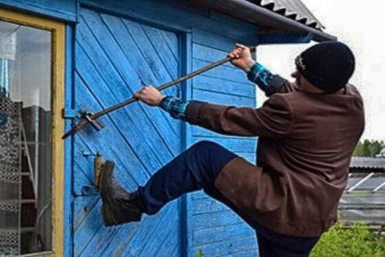 В Весьегонске два брата обокрали дачницу из Санкт-Петербурга