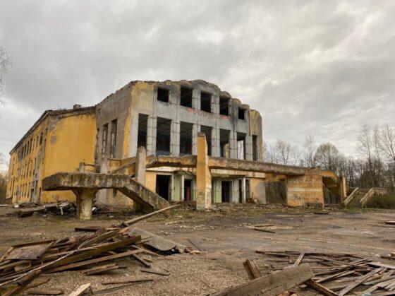 Активисты ОНФ призывают огородить руинированный Дом культуры в Вышнем Волочке