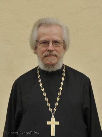 Скончался известный в Тверской области священник Лев Семенов