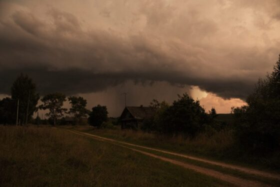 МЧС предупреждает о  грозе и ливнях в Тверской области