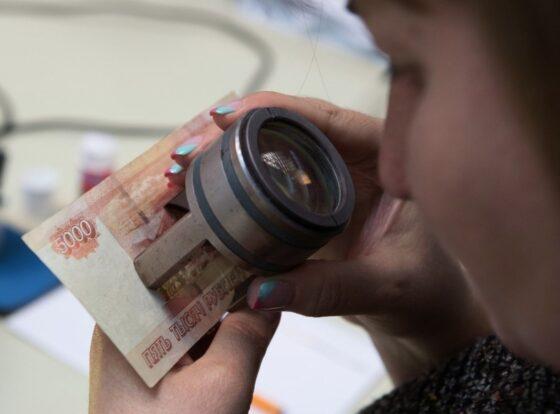 В Тверской области мужчина отдал аптекарю фальшивые деньги, а получил настоящие