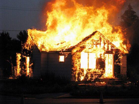 В Тверской области мужчина погиб в загоревшемся доме