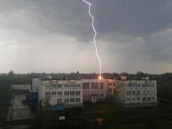В Тверской области молния ударила в школу