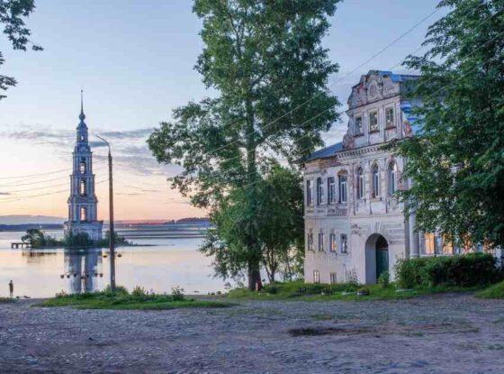 К 500-летию прославления Макария Калязинского по всему Калязину ремонтируют дороги