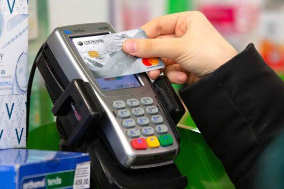 Житель Твери расплачивался в магазинах чужой картой