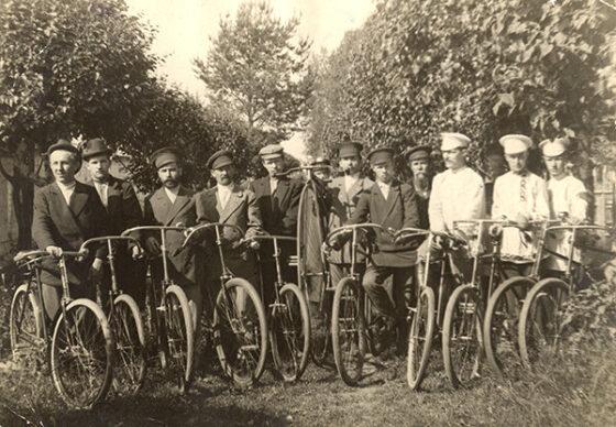Опубликованы фото кимрских велосипедистов 1898 года