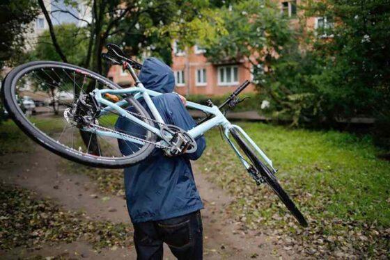 В Спорово за кражу велосипеда мужчине грозит до пяти лет колонии