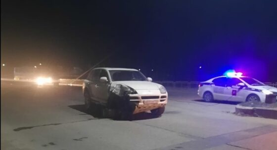 В Тверской области Porsche снес столб и остался без колес