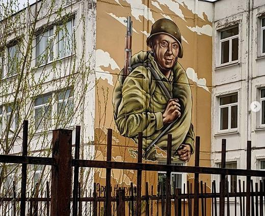 В Твери на стене университетского корпуса появилось граффити с Юрием Никулиным