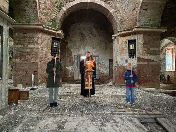 В Тверской области четыре человека отслужили на Пасху в разрушенном храме