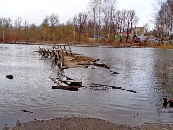 В Тверской области уплыл мост