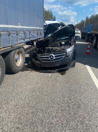 В Тверской области водитель уснул за рулем и врезался в грузовик