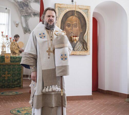 Митрополит Амвросий освятил восстановленный храм Сергия Радонежского