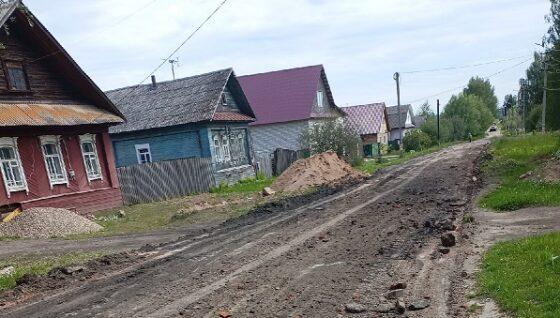 В Тверской области грейдер не расчистил дорогу, а убрал с нее асфальт