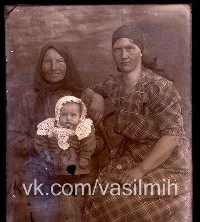 Жители Калининского района могут найти своих родных на старых снимках