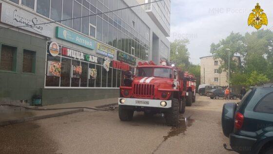 В Твери загорелось торгово-офисное здание