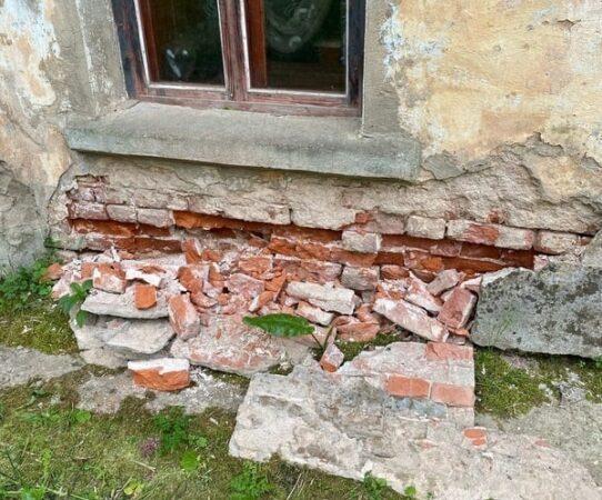 В Ржеве разрушается жилой дом, о котором забыла УК