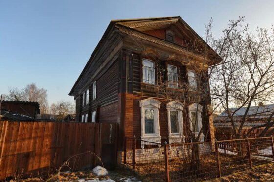В Весьегонске уничтожили  фасад старинного дома