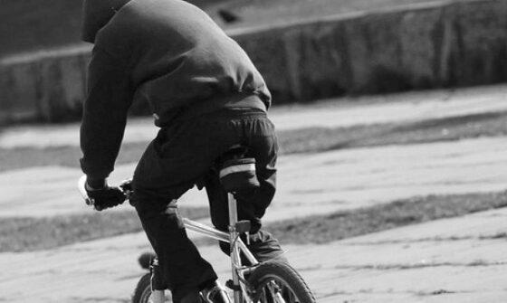 В Тверской области воспитатель вступила в схватку с грабителем и отобрала у него велосипед
