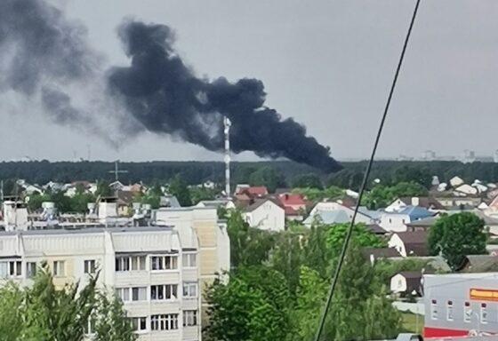 В Твери горит дом на улице Красного Октября