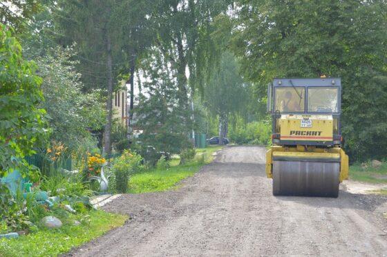 В Твери укрепляют грунтовые дороги