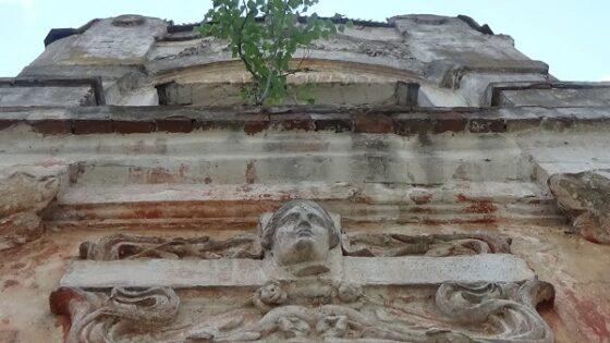 В центре Твери разрушается памятник XIX века - дом Мутузова