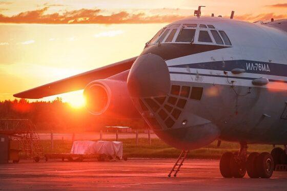 В Твери молодые летчики учились подниматься в небо ночью