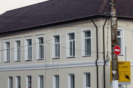 В Твери памятник архитектуры после ремонта лишился пилястр и наличников