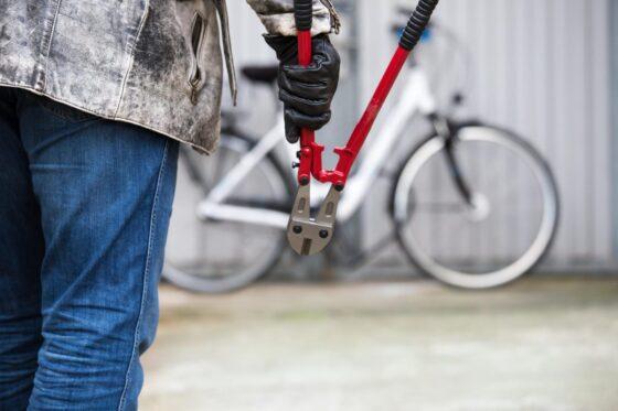 68-летний пенсионер украл велосипед у ребенка в Тверской области