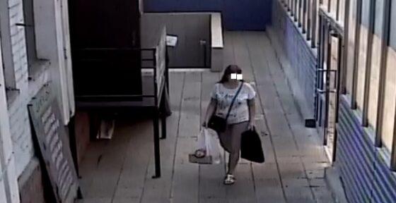 Опубликовано видео, как женщина в Тверской области выкинула котят в магазине