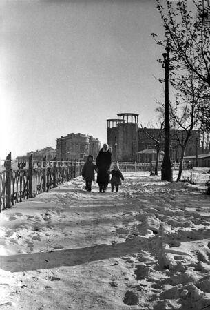 Опубликовано послевоенное фото Калинина с чудом уцелевшим кинотеатром