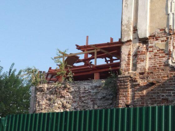 В Твери реставрируют кровлю  Никитского храма в Затверечье