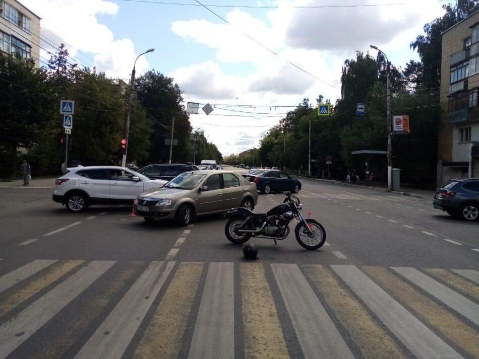 В Твери на улице Горького иномарка сбила мотоциклиста
