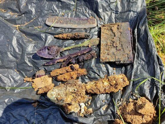 В Тверской области вместе с останками трех солдат нашли кошелек, расческу, зеркало и нож
