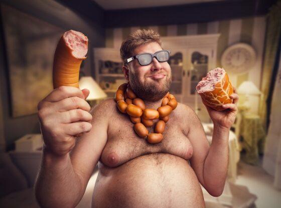 В Тверской области подвыпившие мужчины польстились на сосиски и куриную грудку