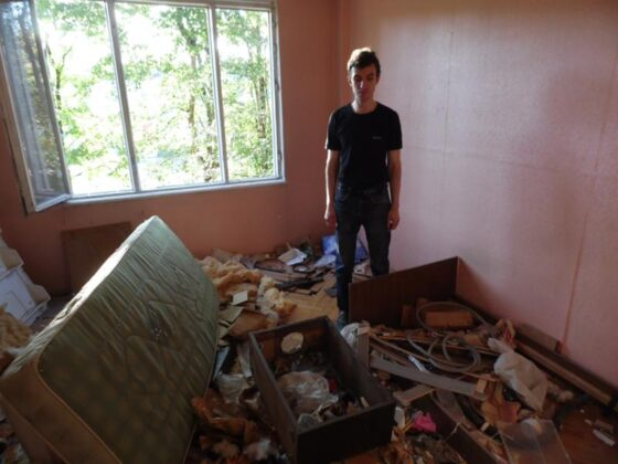 В Твери за неуплату мужчину выселили из квартиры в общежитие