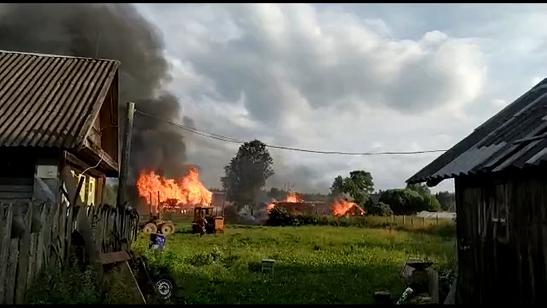 В Тверской области несколько часов тушили пожар, чтобы спасти поселок